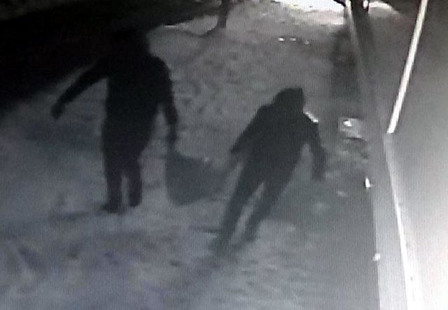Hırsızlık şüphelilerini güvenlik kamerası yakalattı