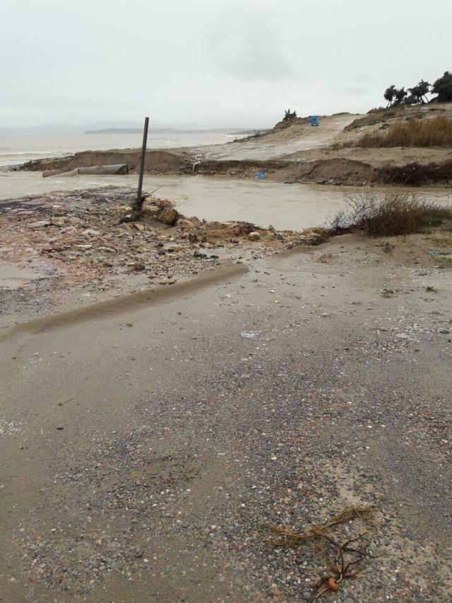 İzmir'de şiddetli yağmur; tarihi çarşıdaki iş yerlerini su bastı (5)