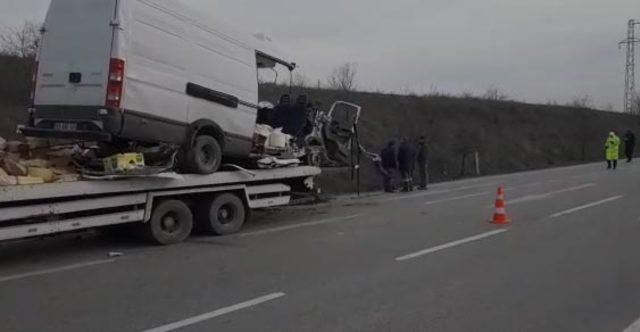 Çorum'da minibüs su kanalına düştü: 2 ölü