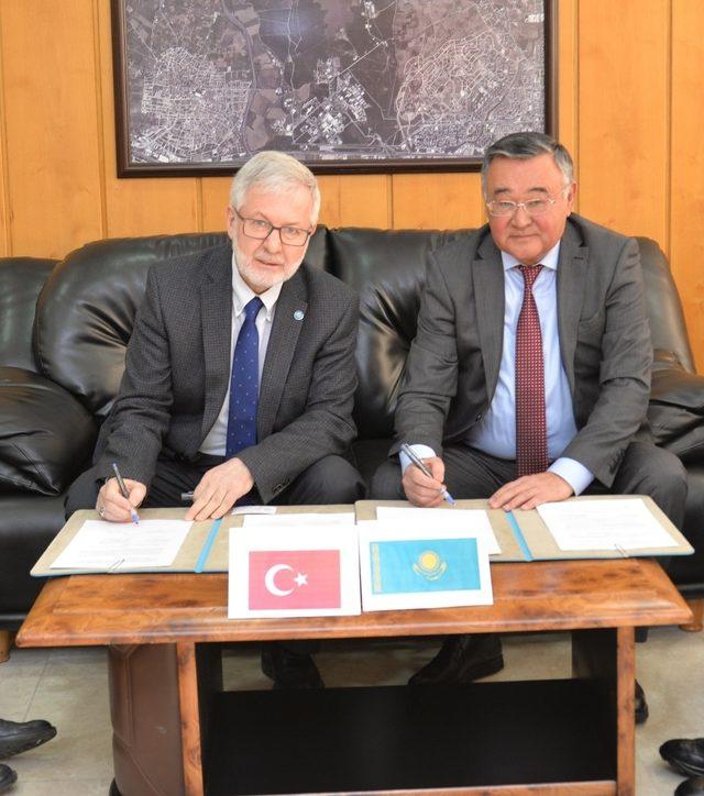 BUÜ'den Kazak üniversiteye akademik destek