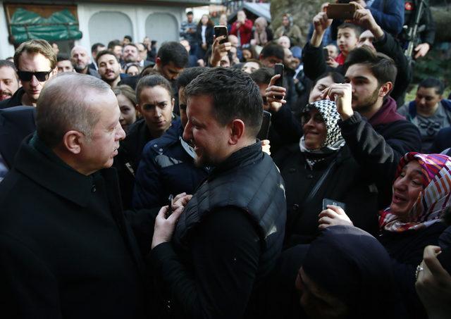 Erdoğan, Tarihi Çınaraltı Çay Bahçesi'nde vatandaşlarla sohbet etti