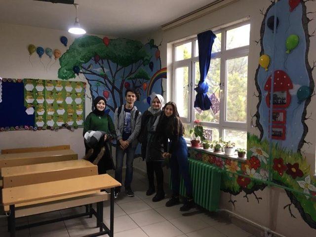 Güzel Sanatlar Lisesi öğrencileri sınıfları renklendirdi