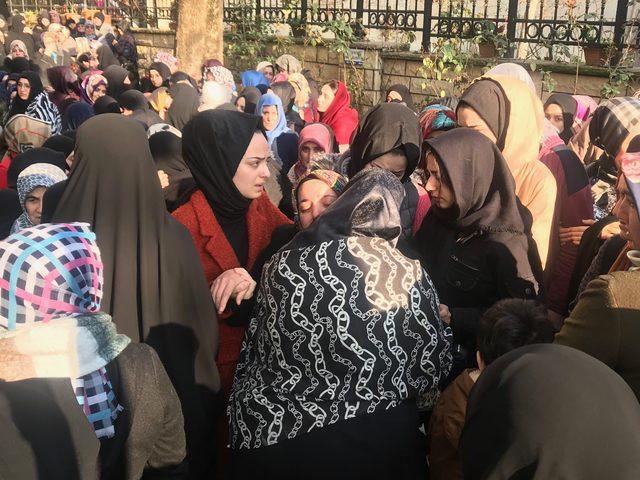 Kartal'da çöken binada ölen anne ve iki çocuğu son yolculuğuna uğurlandı