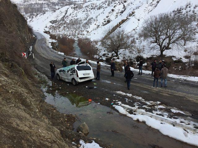 Şırnak'ın Beytüşşebap ilçesinde Kato Dağı'nda kopan kaya parçasının, yol kenarında park halinde olan hafif ticari aracın üzerine düşmesi sonucu sürücü Davut Arğan (22), yaralandı. ile ilgili görsel sonucu