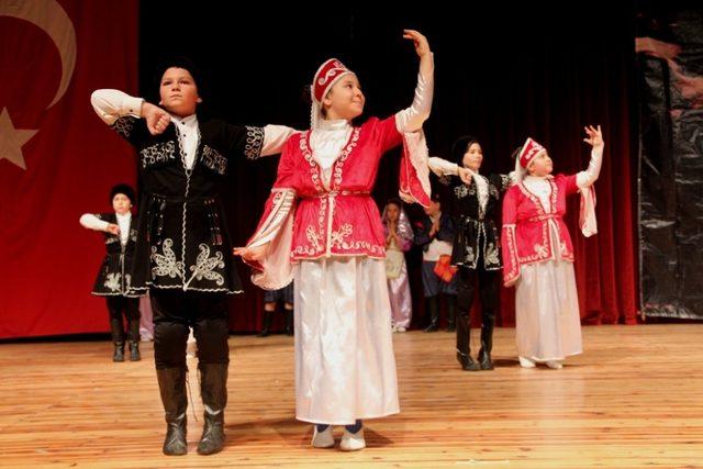 Konak'ta halk oyunları şenliği