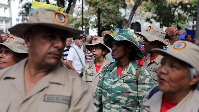 Ekonomik ve siyasi kriz derinleşirken Maduro yanlıları ve karşıtları Caracas sokaklarında gösteriler yapıyor