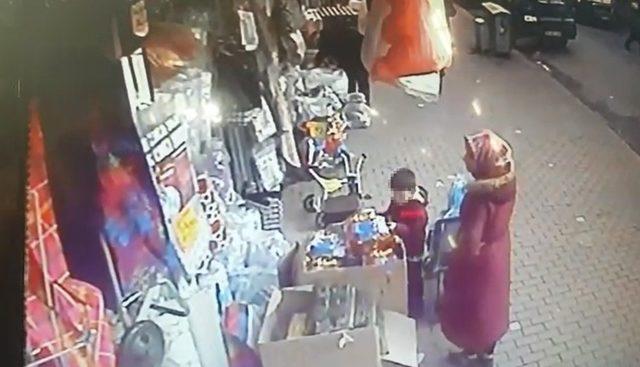 Bebek arabasında getirdiği çocuğa hırsızlık yaptırdı