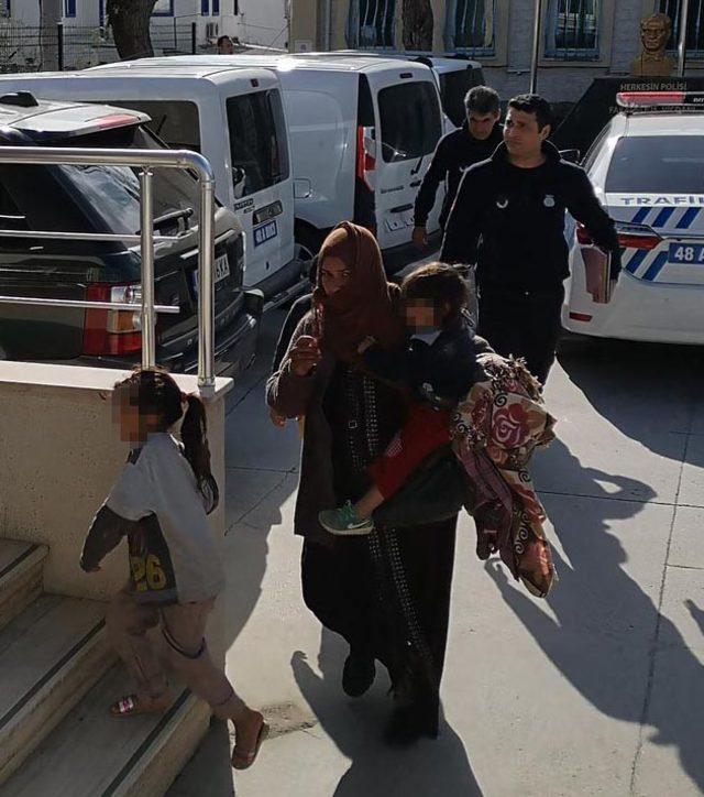 Bodum'da dilencilik yapan 7'si çocuk 13 Suriyeli yakalandı