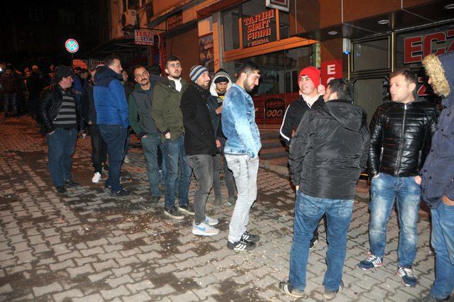 TTK'ya alınacak bin işçi için İş-Kur önünde uzun kuyruklar oluştu