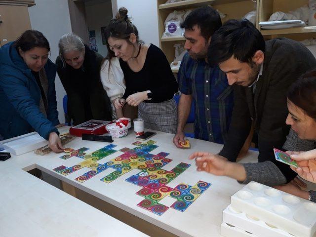 Burhaniye'de öğretmenler için zeka oyunları eğiticiliği kursu açıldı