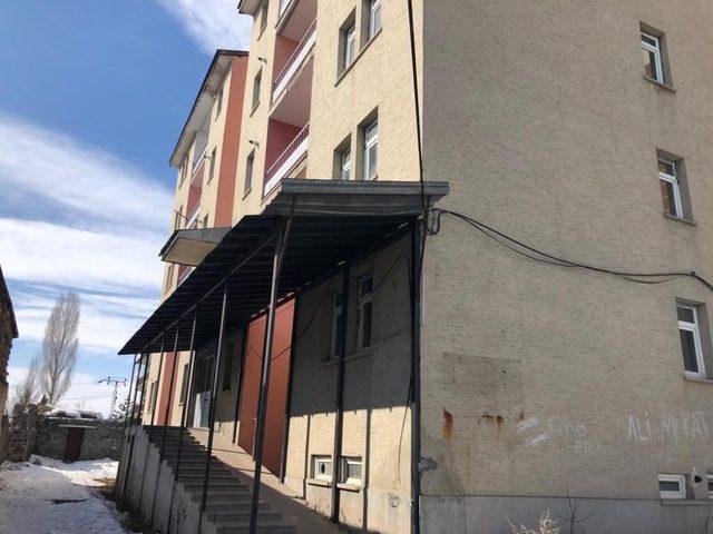 Kars'ta metruk binalar yıkılacak