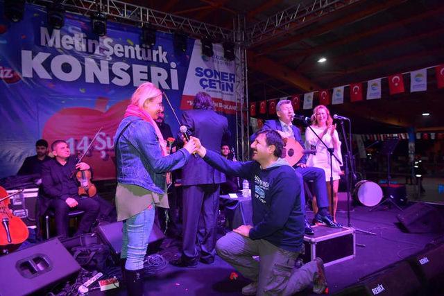 Metin Şentürk konserinde evlilik teklifi