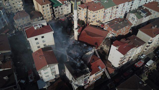 (Havadan fotoğraflarla) - Pendik'te 4 katlı binanın çatısı yandı