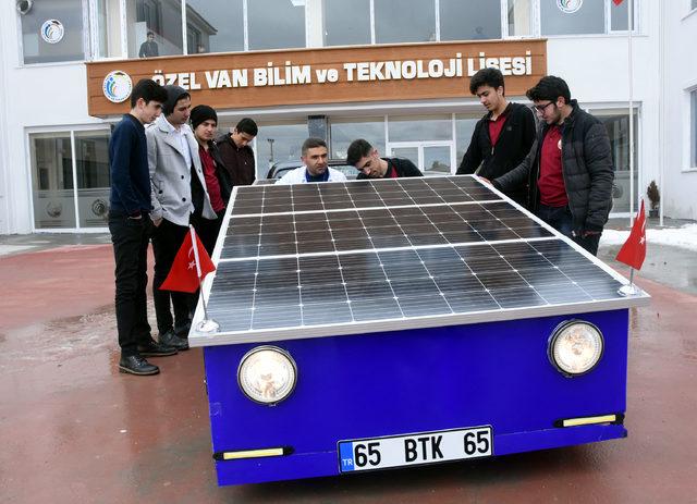 Vanlı öğrenciler, güneş enerjisiyle çalışan çift kişilik araç üretti
