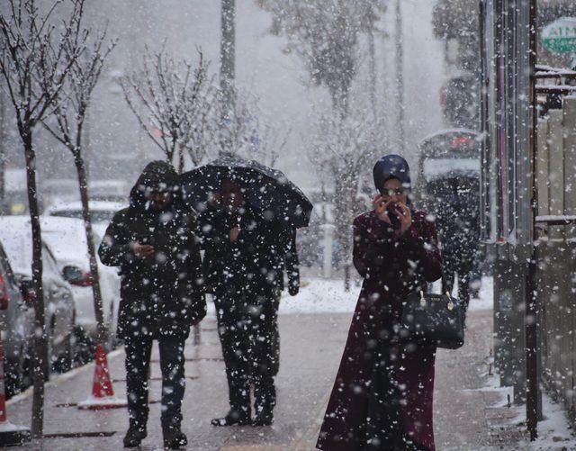 Van'da yoğun kar yağışı