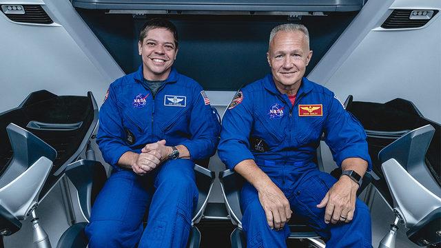 Bob Behnken (solda) ve Doug Hurley (sağda) Dragon ile uzaya gidecek ilk iki astronot olacak
