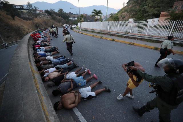 2019-03-11T021835Z_1437312067_RC16670CBD30_RTRMADP_3_VENEZUELA-POLITICS