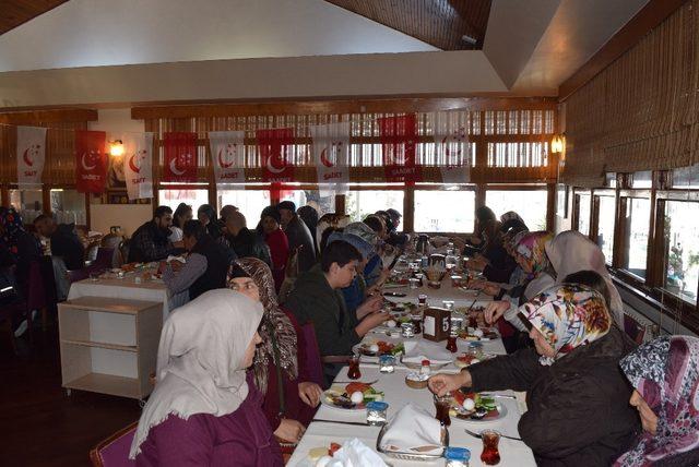 SP'li adaylar Aliağa'da kahvaltıda buluştu