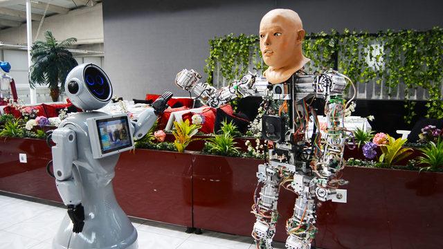 İnsansı robota yüz eklendi, mimik kabiliyeti artırıldı