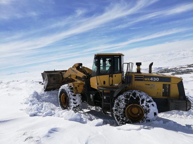 Van'da kardan kapanan mahalle yolları ulaşıma açıldı