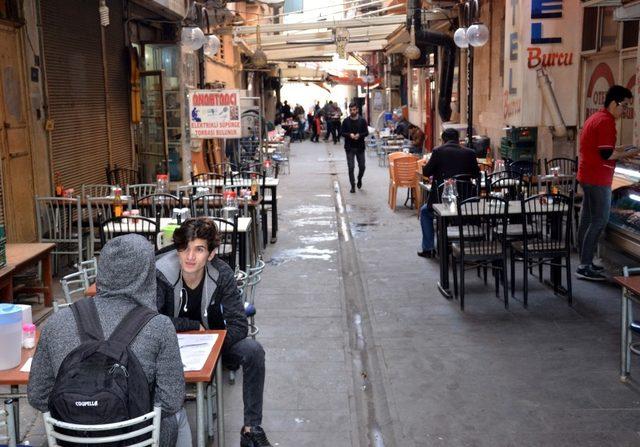 Kahramanmaraş'ın vazgeçilmez sokak lezzeti ''Eli Böğründe''