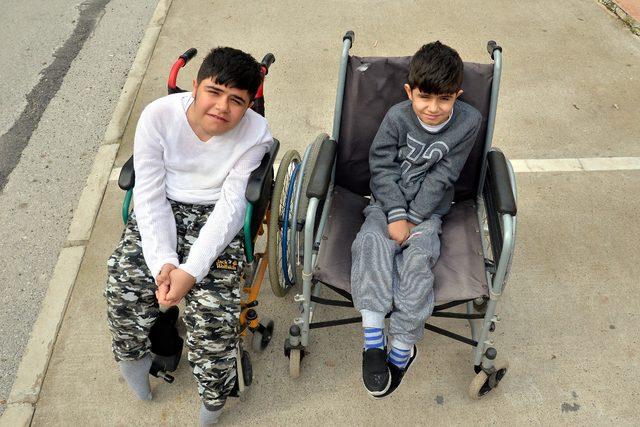 DMD hastası kardeşler ilaç bekliyor