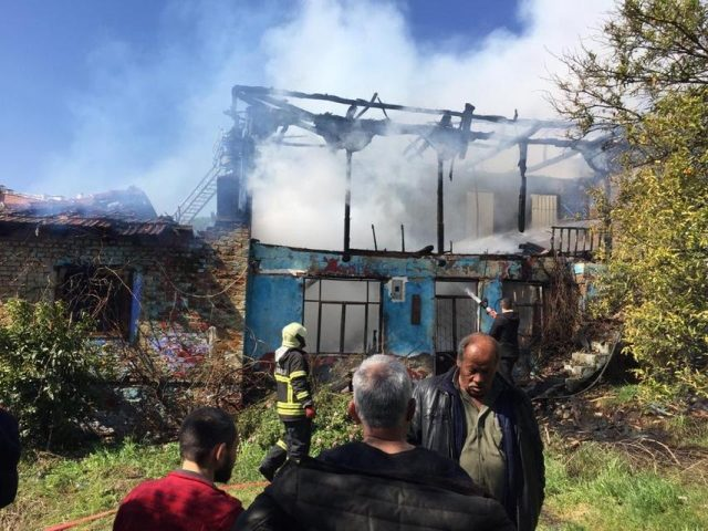 Aydın'da ahşap evde yangın