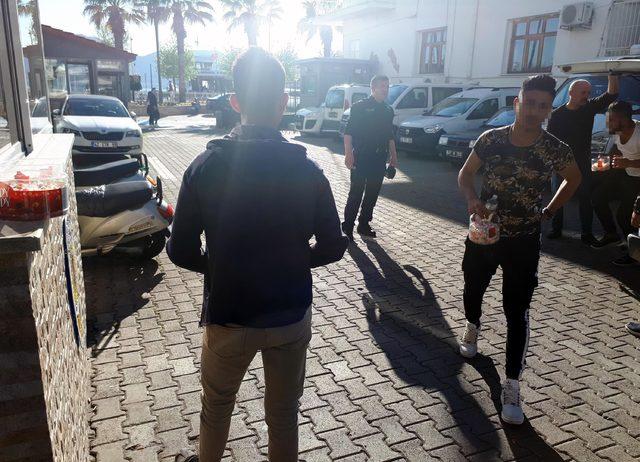 'Askere gideceğiz' diye para toplayan 7 arkadaşa, dilencilikten ceza