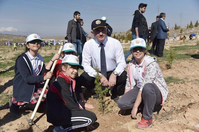 Karaman'da 2 bin fidan toprakla buluşturuldu