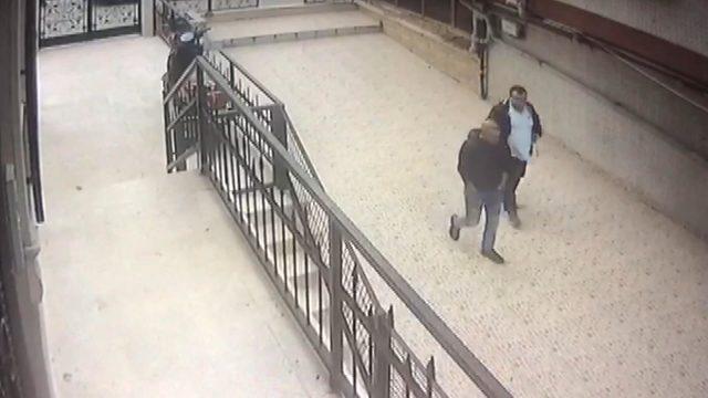 Bayrampaşa'da silahlı saldırı: 1 yaralı; saldırı anı kamerada