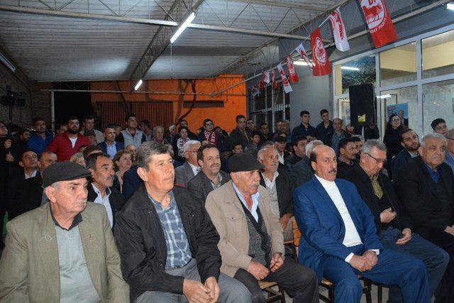 Başkan Özakcan çalışmalarını Yeniköy'de sürdürdü