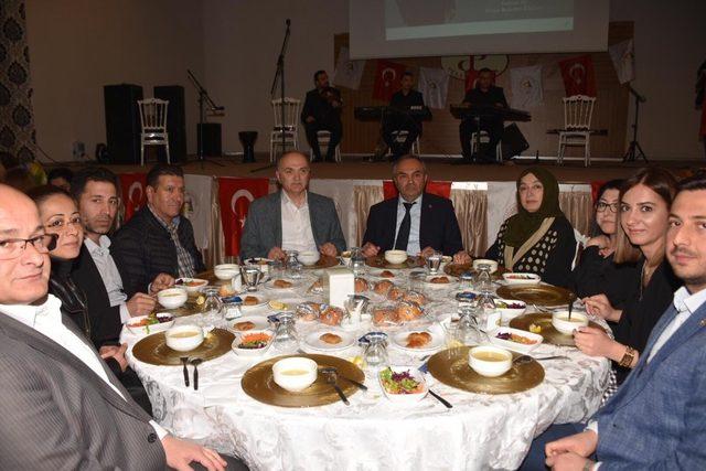 Başkan Ay belediye çalışanlarıyla veda yemeğinde bir araya geldi