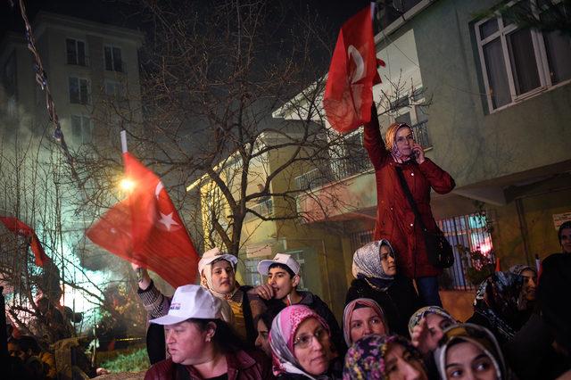 Binali Yıldırım Ataşehir'de servisçilere hitap etti
