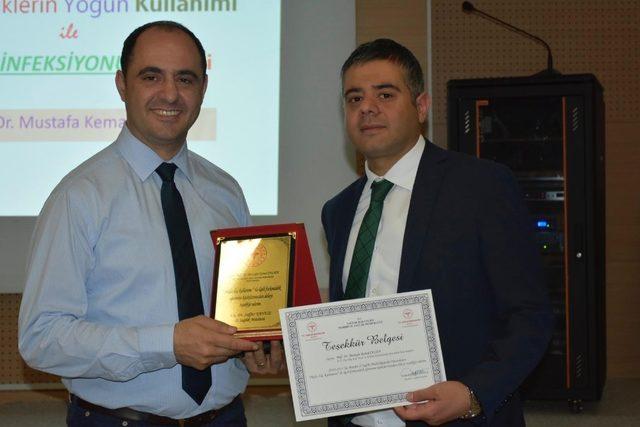 Mardin'de sağlık personellerine akılcı ilaç kullanımı anlatıldı