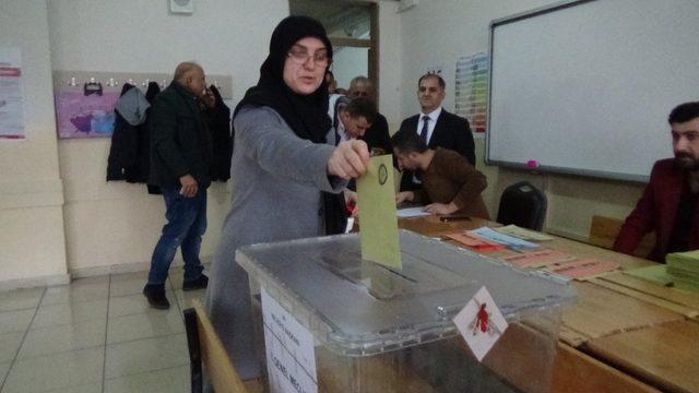 Muş'ta oy verme işlemi başladı