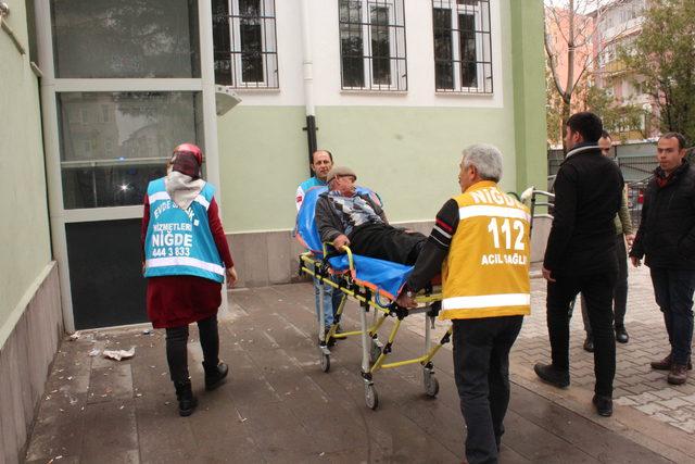 Niğde'de 130 seçmen ambulanslarla sandığa gitti