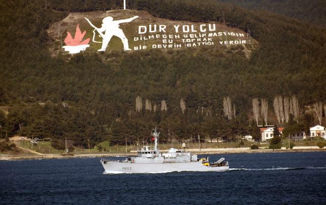 Fransa mayın avlama gemisi, Çanakkale Boğazı'ndan geçti