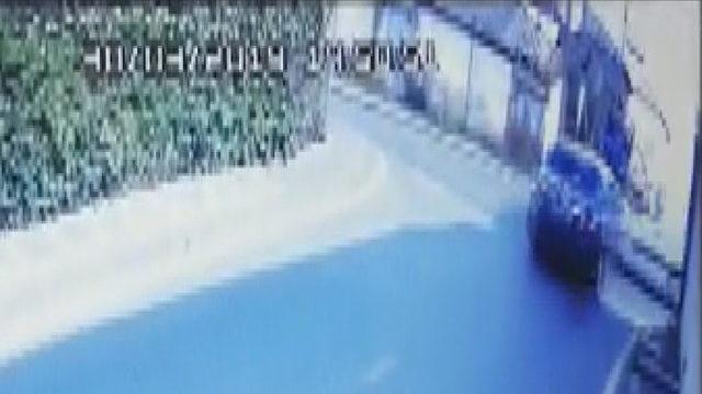 Ümraniye'de otomobilin gecekonduya girme anı kamerada