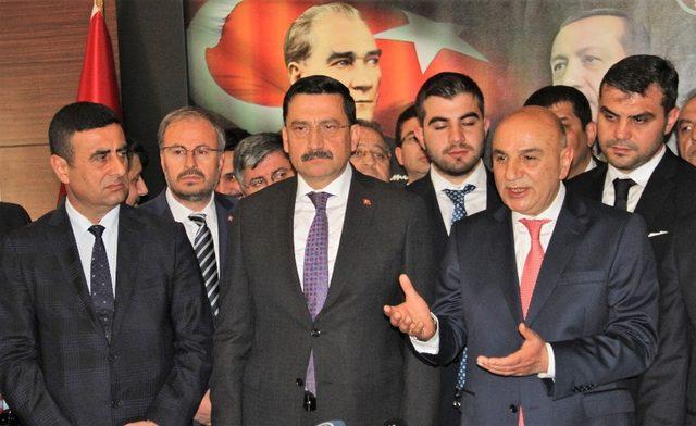 Keçiören'in yeni Belediye Başkanı Altınok görevi Mustafa Ak'tan devraldı
