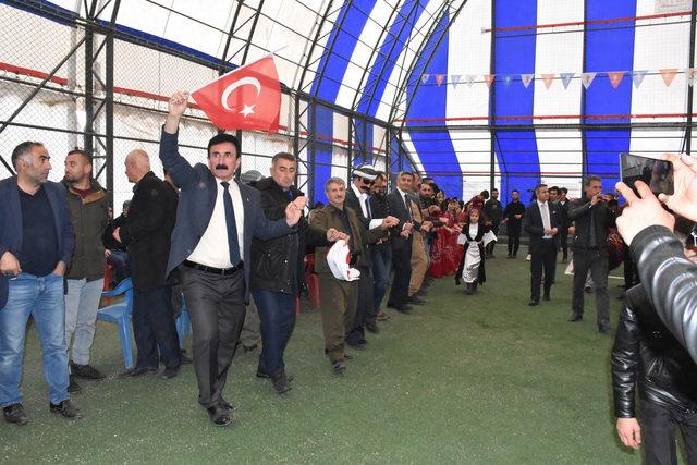 Beytüşşebap AK Partili Aşan göreve başladı, halı sahada halaylı kutlama yapıldı
