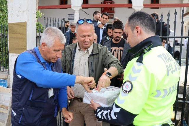 Bodrum'da polisler kan verdi, lokma dağıttı