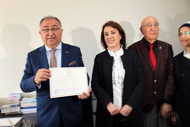 Yalova Belediye Başkanı Vefa Salman mazbatasını aldı