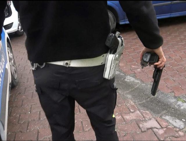 Avcılar'da kendisine polis süsü veren şüpheli yakalandı