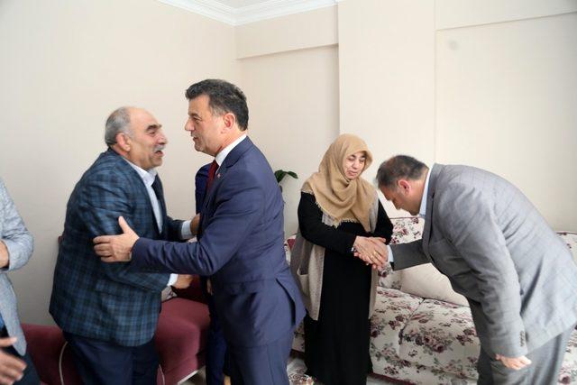 Şehit polisin ailesine anlamlı ziyaret