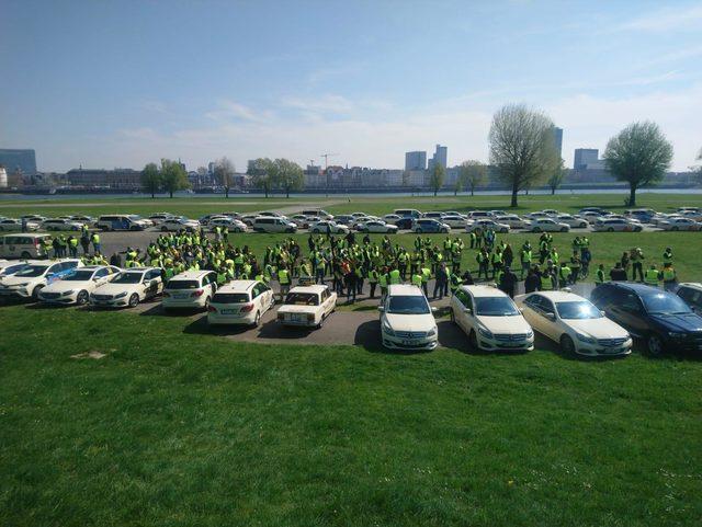 Almanya'da taksicilerden 'Uber' protestosu