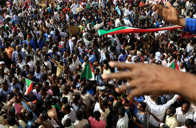 2019-04-11T085942Z_101174043_RC19AC796A70_RTRMADP_3_SUDAN-PROTESTS
