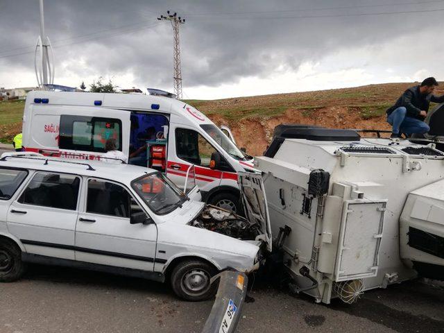 Siirt'te zırhlı polis aracı devrildi: 3 yaralı (2)- Yeniden