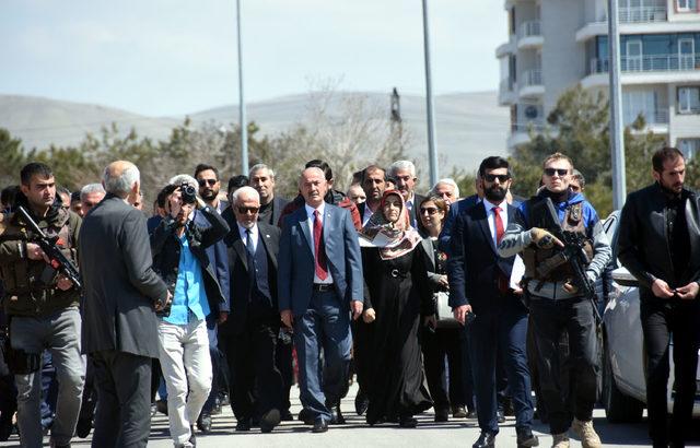 Tuşba'da HDP'li adayın yerine mazbata alan AK Parti'li göreve başladı