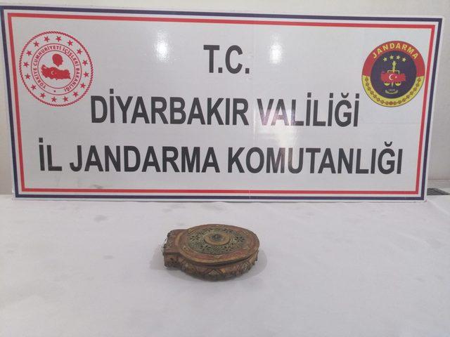 Diyarbakır'da altın yazmalı 1100 yıllık kitap ele geçirildi