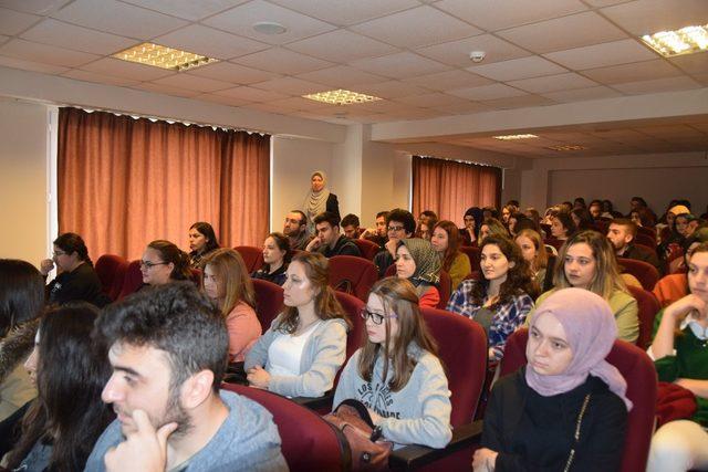 İngilizce öğretiminde güncel yöntemler ve yaklaşımlar tartışıldı